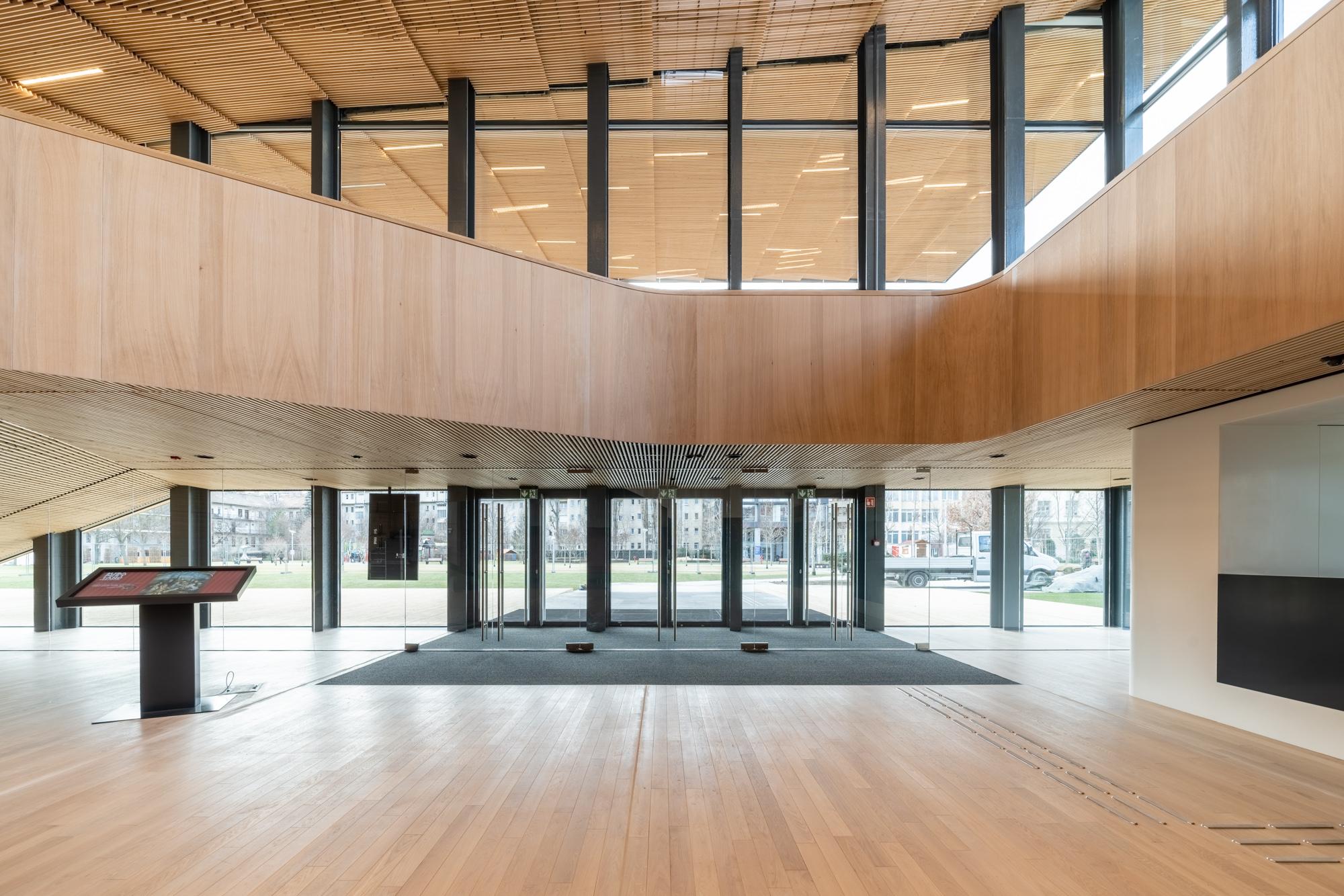 Épületfotózás - Hlinka Zsolt - Ingatlan, iroda, étterem, hotel külső-belső fényképezése.